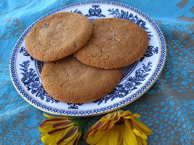 Crisp & Chewy Gingery Cookies